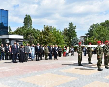 Асеновградчани развяха трибагреници, отличиха почетни граждани
