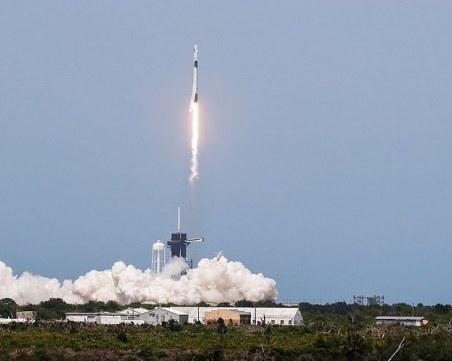 Мисията успешна! SpaceX се отправи на исторически полет в космоса НА ЖИВО