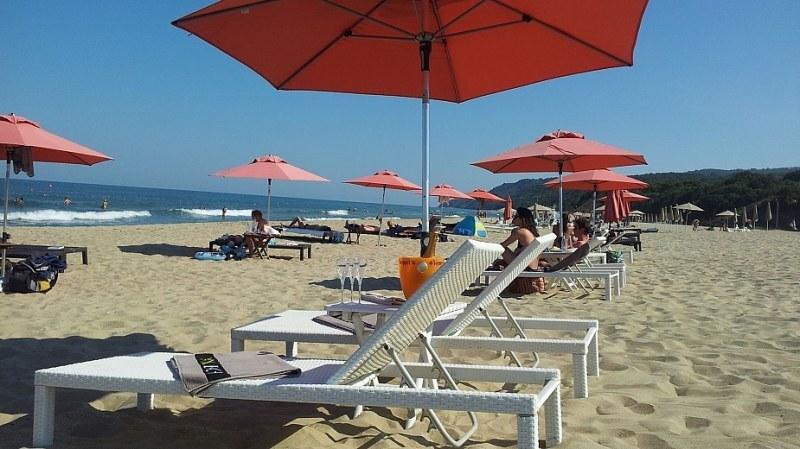 Безплатни чадъри и шезлонги на 25 плажа по Черноморието