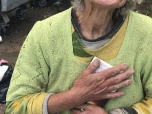 Баба Еми се скита из улиците на София! Не иска пари, а книги