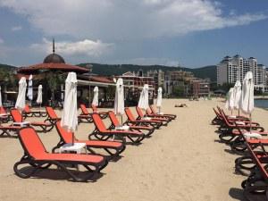 Слънчев бряг - готов за старта на сезона! Охранители следят за реда по плажа