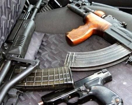 Арестуваха мъж с Калашников и пълно бойно снаряжение в Хисаря!