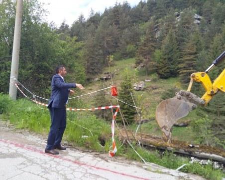 Пропастта на пътя за Ситово ще остане в миналото! Стартира ремонт в участъка