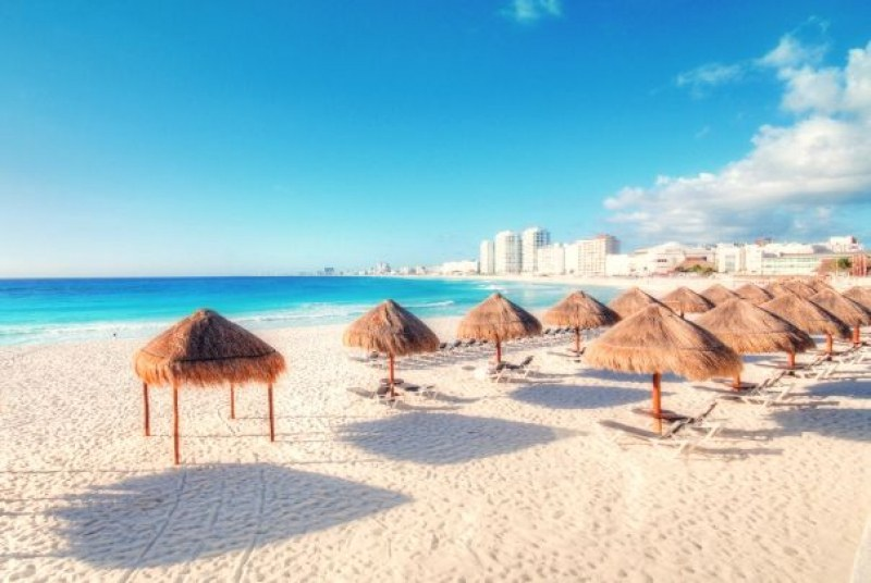 Канкун предлага на туристите безплатни хотели, храна и вход за тематичен парк