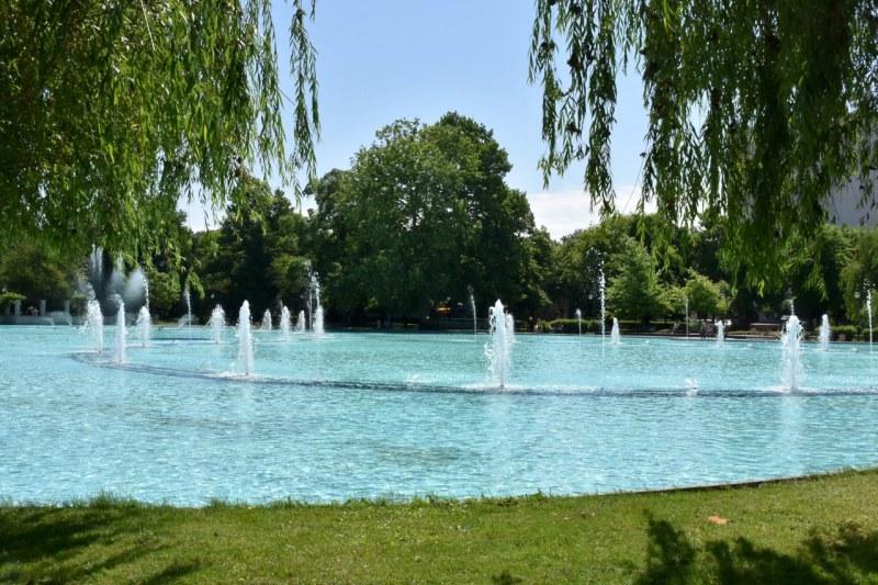 Пеещите фонтани бликнаха, подготвят Дондуковата градина за обновяване