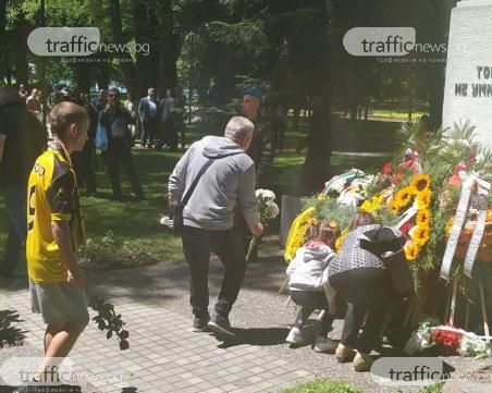 Алея на славата на Колежа увековечава героите на Ботев