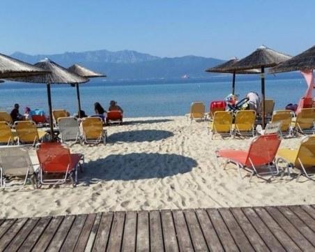 Лято в Гърция: Без колективни спортове на плажа, само пакетирана храна от заведенията