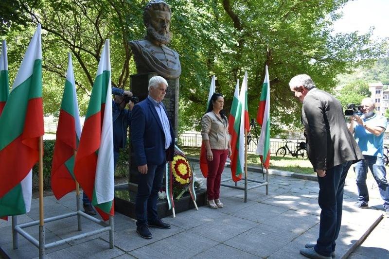 Асеновград се поклони пред паметта на Христо Ботев