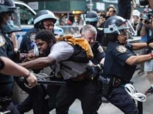 Трима наши полицаи са пострадали при бунтовете в САЩ