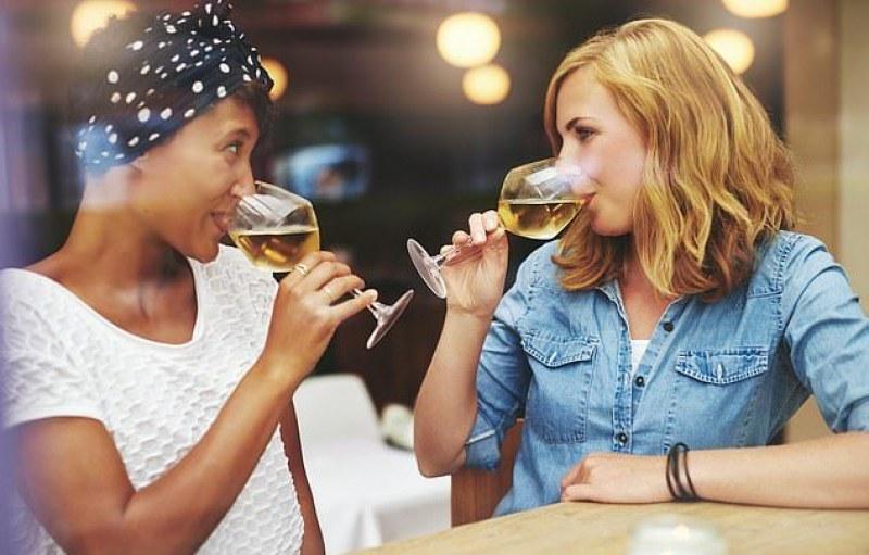 Ясно е защо жените са по-податливи на алкохолизъм от мъжете