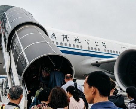 Нов удар! Забраниха на китайски авиолинии да летят до Щатите