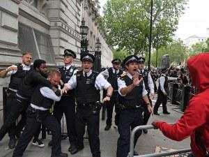 Стотици протестиращи окупираха