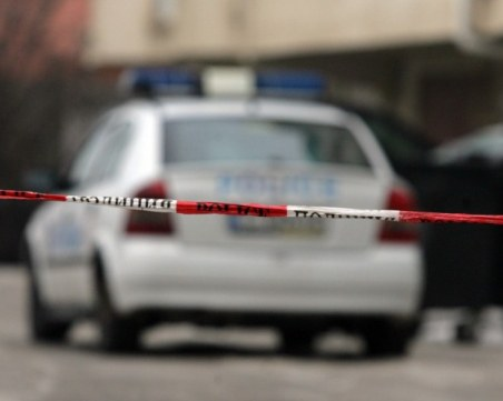 Мъжът, намушкал смъртоносно баща и син, остава в ареста