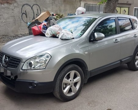 Отмъщение по пловдивски! Отрупаха джип с боклук, спрял пред контейнер в Кършияка