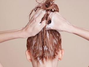 Маска от 3 съставки възстановява дори най-повредената коса от корена