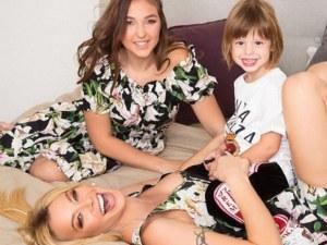 Женско царство! Емилия показа в снимки силната връзка между майка и дъщеря