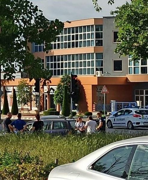 Две коли се удариха на кръстовище в Асеновград