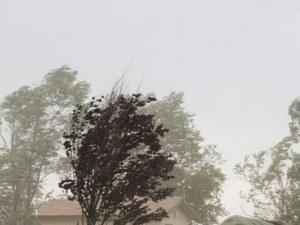 Силен вятър и днес, очакват се и валежи
