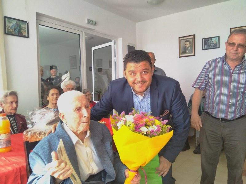 """Юбилейни медали за двама ветерани от община """"Родопи"""", преживели Втората Световна война"""