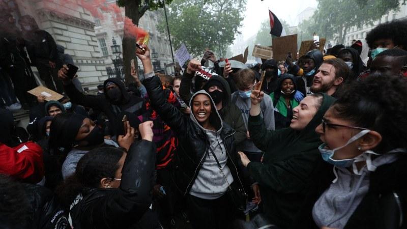 След ескалацията на протеста в Лондон: 10 ранени полицаи