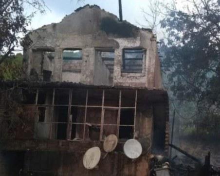 Печка е подпалила къщата, в която загинаха две деца