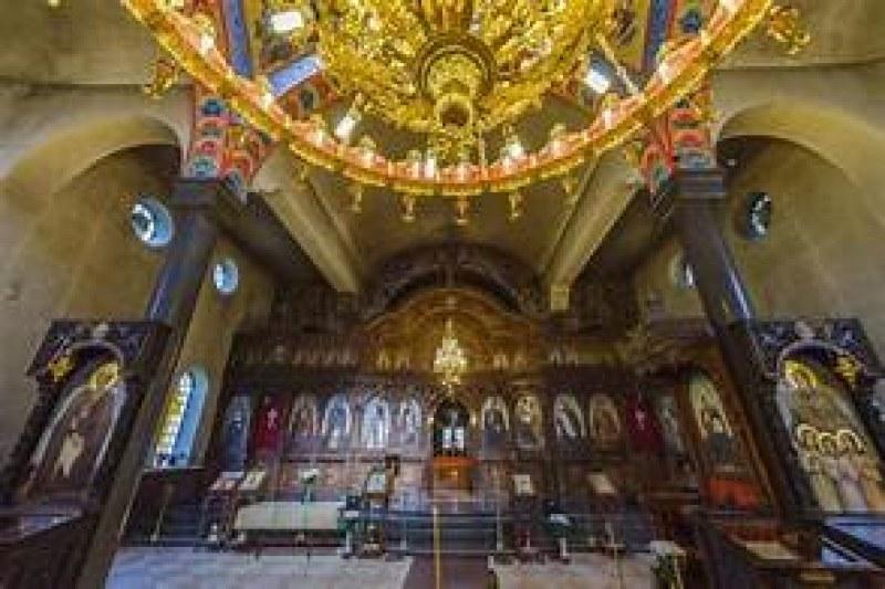 Две години затвор за крадец, задигнал икони и вещи за над 70 бона от църкви