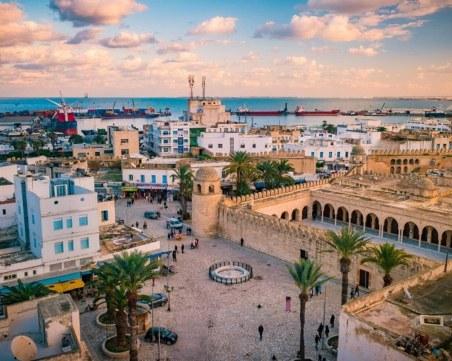 Тунис отваря границите си за туристи този месец