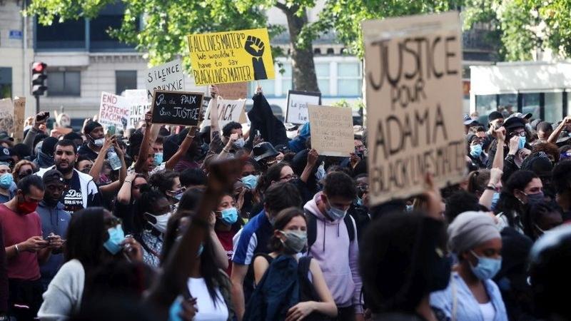 Хиляди се събраха в Париж на протест срещу расизма