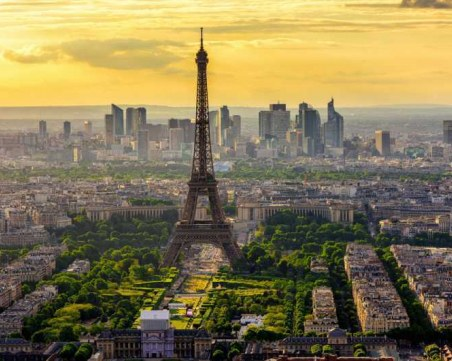 Франция отваря границите си, посреща