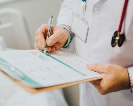 Почина фелдшерът с коронавирус, който предизвика огнище в Шуменско