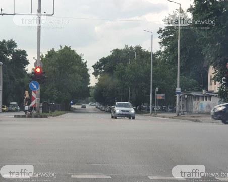 Шофьор се заби в насрещното в Пловдив, за да съкрати пътя си