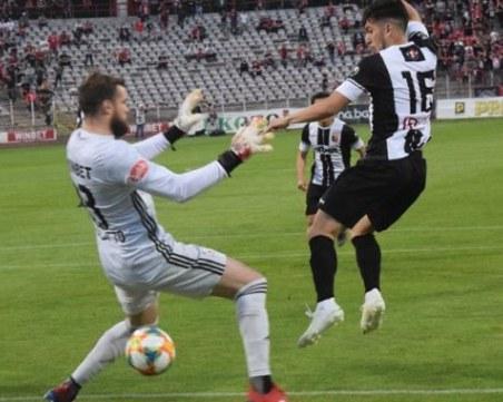 Защо Локомотив не бива да губи пара срещу Славия