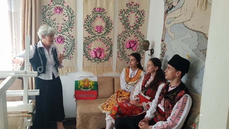 Клип за българските занаяти отива на световно изложение, заснет е в Карлово