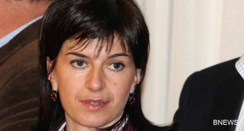 Дафовска хвърли оставка, не я приеха