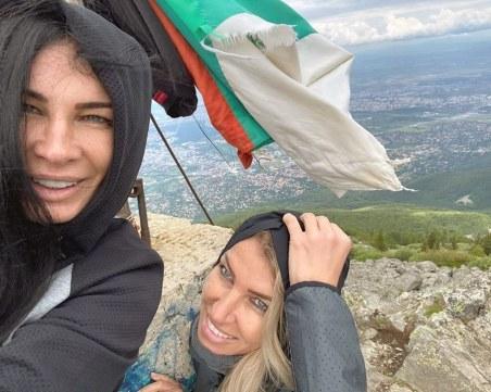 Цеци Красимирова подгони ветровете! Качи се на връх Камен дел