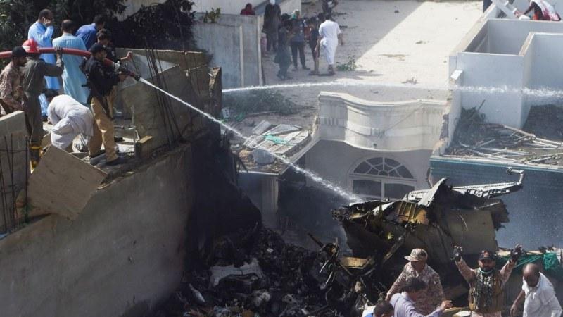 Разкриха причината за самолетнатата катастрофа в Карачи