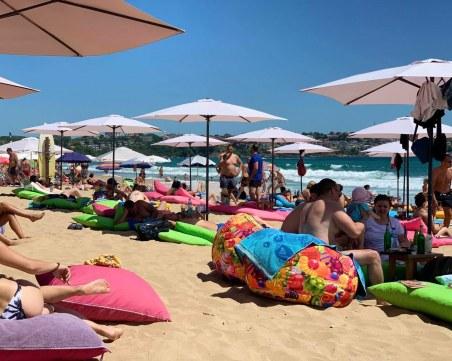Старт на лятото: Любими плажове вече са пълни, хиляди се гмурнаха в Черно море СНИМКИ