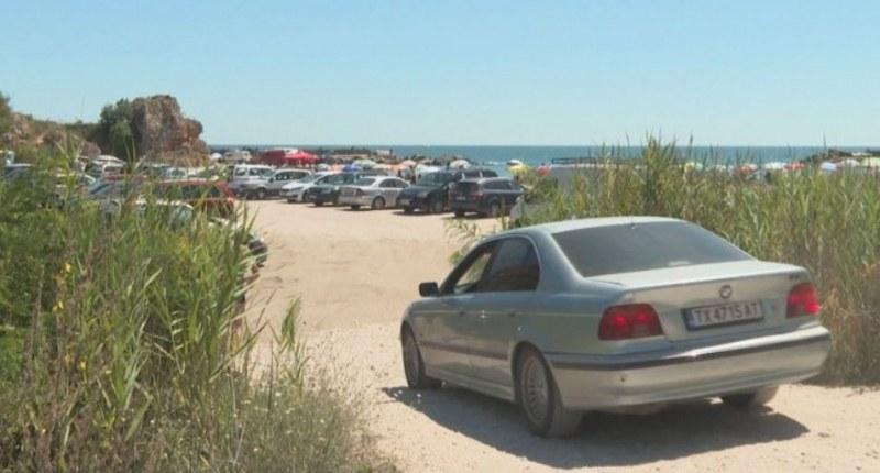 Превърнаха в паркинг един от най-красивите ни плажове