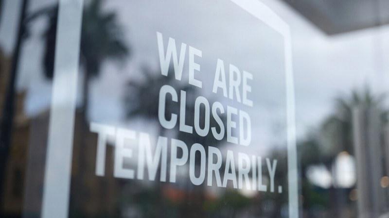 Затварят баровете в Калифорния