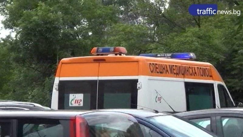 Автомобил се преобърна край Пловдив, пътник е в болница