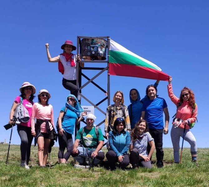 Родолюбиви асеновградчани развяха нов трибагреник на връх в Рила