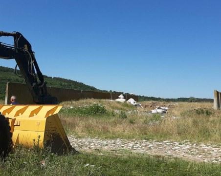 Акция на Спецпрокуратурата: Изровиха 30 тона отпадъци от сметището край Червен бряг