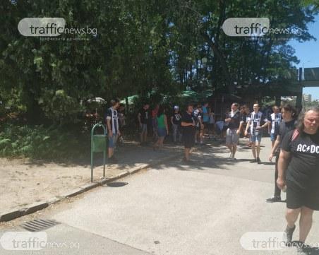 Черно-бял десант! 9 автобуса и десетки коли потеглят от Лаута