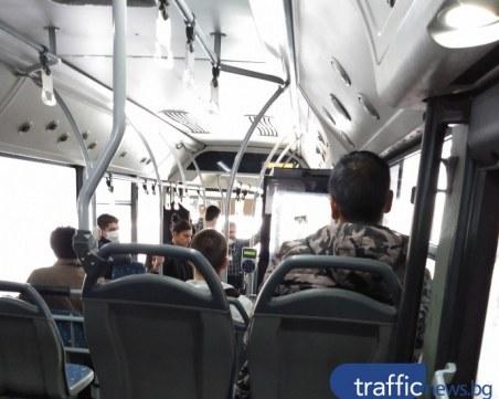 Пловдивчани шмекеруват – дебнат за полиция по автобусите, свалят маските
