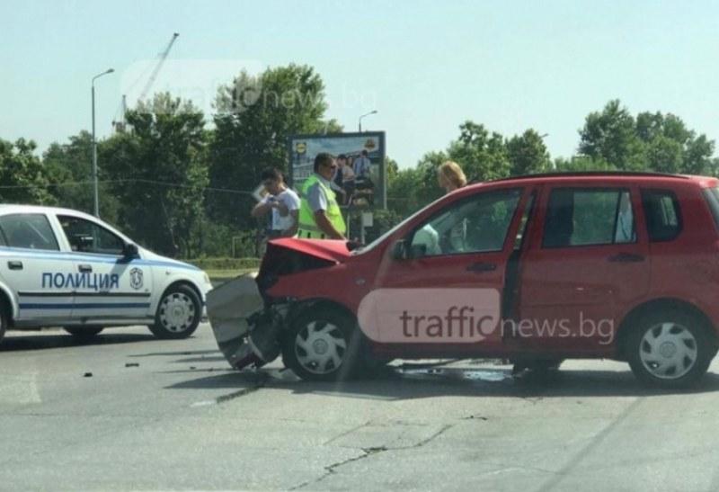 Две коли се нанизаха в центъра на Пловдив