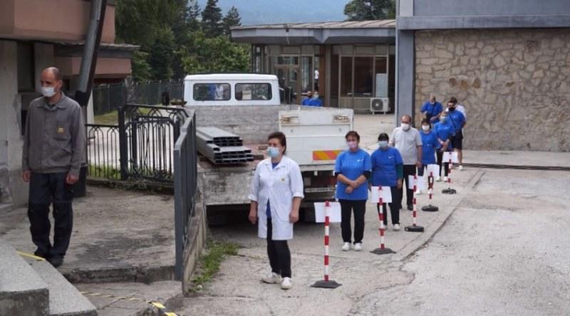 Още 31 положителни проби в завода за авточасти в Смолян