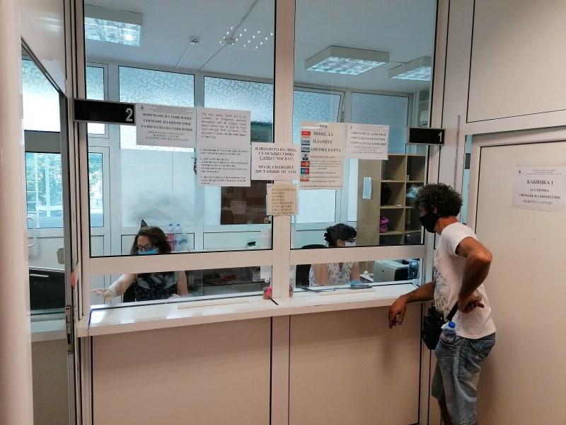 Още институции се връщат към нормална работа след случаите на коронавирус в Пазарджик
