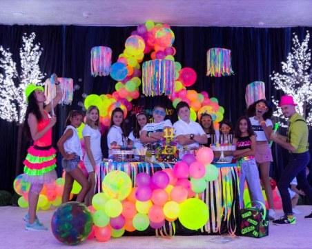 С неоново парти пловдивската фамилия Диеви отбеляза рождения ден на наследника си