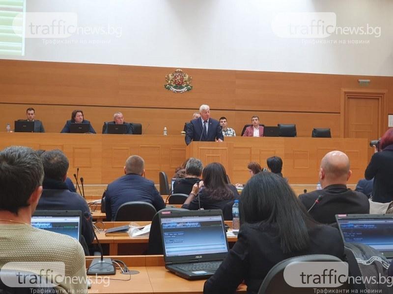 Общинарите в Пловдив си вдигат заплатите до 2000 лева месечно – за две сесии и четири комисии