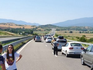 Премиерът: Като гледам опашките на границите, видимо българите са в добро здраве и финанси